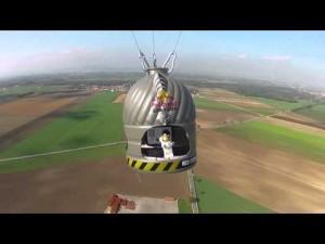 "Felix Baumgartner's Red Bull Stratos Jump Recreated Using LEGO | L'impresa ""mobile"" | Scoop.it"