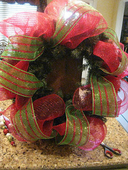 Kristen's Creations: Christmas Mesh Wreath Tutorial! | Christmas Decorations | Scoop.it