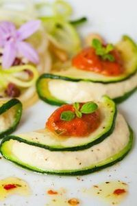 Zucchini Ravioli with Cashew Cheese Filling (raw, vegan) Repinned from Raw (Living) Foods by EarthMother | How to Eat Vegan in College (Cheap + Easy Transitions) | Scoop.it