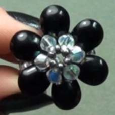 Learn jewelry making and beading - Free Rolled-up Tutorial: Flower-Inspired Patterns | DIY Beading | Scoop.it