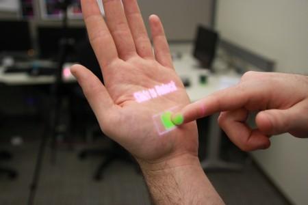 OmniTouch : rendre toute surface tactile et y projeter une interface visuelle | Machines Pensantes | Scoop.it