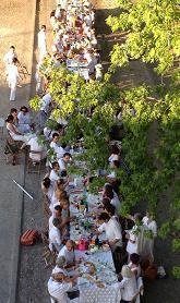 Le 1er juin, on était 150 à table tout de blanc vêtus sur les quais à Sainte-Foy-La-Grande | Coeur de Bastide de Ste Foy la Grande | Scoop.it