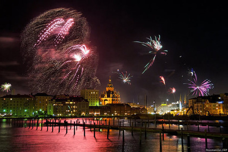 "New Year Celebration: 15 Breathtaking Firework Photos | ""Cameras, Camcorders, Pictures, HDR, Gadgets, Films, Movies, Landscapes"" 