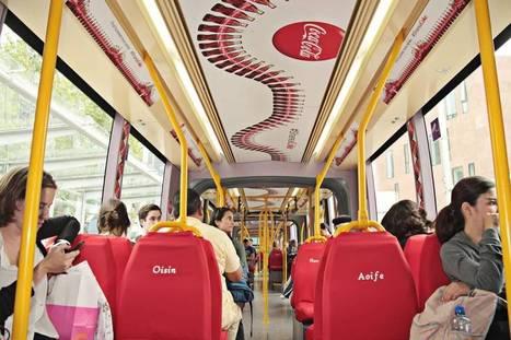 Coca écrit un prénom par siège dans un bus pour la promo de ses bouteilles personnalisées | Street Marketing & Creativity | Scoop.it