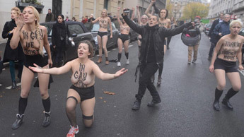 Anti-gay marriage protesters clash with feminists in Paris | Gay Marriage Permitted | Scoop.it
