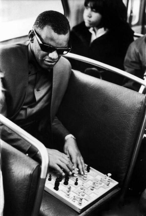 Twitter / HistoryInPics: Ray Charles playing Chess 1966 ... | music and chess | Scoop.it
