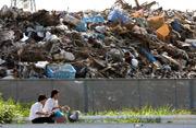 [Eng] 4 mois après les débris de la catastrophe posent d'énorme problème d'odeurs | asahi.com | Japon : séisme, tsunami & conséquences | Scoop.it