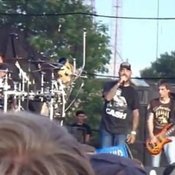 Band Stops Concert to Call Out 'A**holes' Seen Molesting Crowd-Surfing Teen Girl | Creative Change | Scoop.it