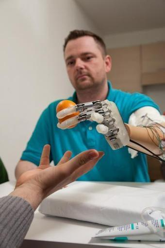 Bionic Hand Allows Amputee to Feels in Real-time | world news | Scoop.it