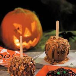 Easy Halloween Party Treat: Caramel Toffee Apples | Home & Hearth | Scoop.it