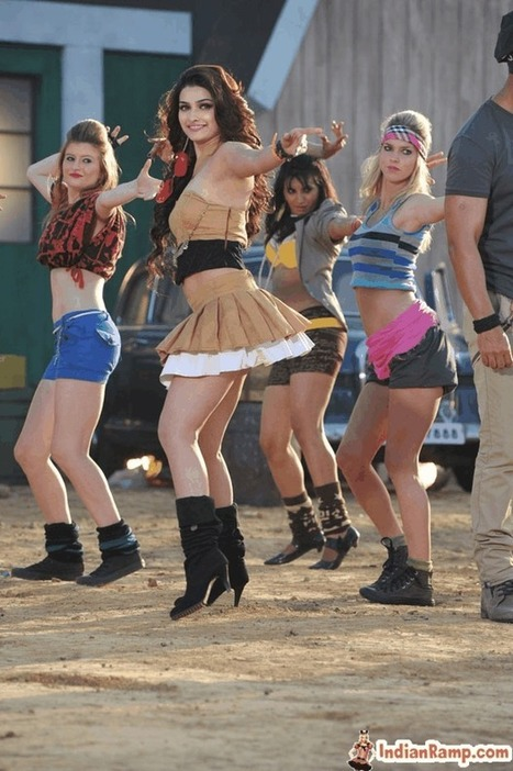 Prachi Desai in Beige Pleated Short Skirt in I Me aur Main Movie | Indian Ramp | Indian Fashion Updates | Scoop.it