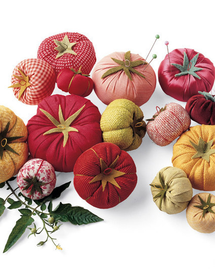 The Mystery of the Tomato Pincushion Has Been Solved | Helene Michau Créations | Scoop.it