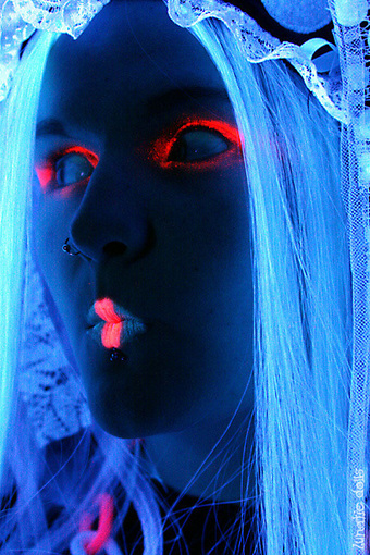 Black Light Photography: 20+ Extraordinary Portraits | Make-Up Articles | Scoop.it