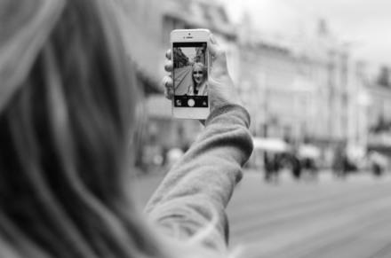 Qu'est-ce qui motive les gens à prendre et à publier des selfies sur les médias sociaux ? | CommunityManagementActus | Scoop.it