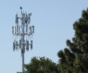Is it legal to shut down cellular networks in an emergency? | Nerd Vittles Daily Dump | Scoop.it