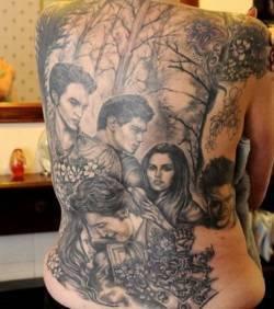 Elle se fait tatouer l'affiche de Twilight dans le dos ! | Mais n'importe quoi ! | Scoop.it