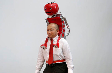 Marathon Runner Wears A Tomato Feeding Robot On His Head | Welcoming our robot overlords | Scoop.it