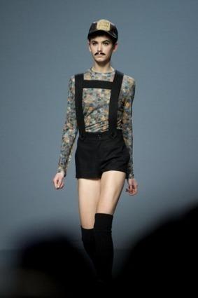 Madrid Fashion Week: Carlos Diez fa sfilare modelle con i baffi finti - Modalizer | JIMIPARADISE! | Scoop.it