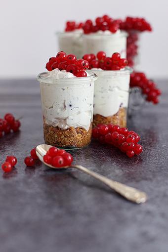 Der Sommer ist da: Cheesecake im Glas mit feinen Johannisbeeren ... | Brownies, Muffins, Cheesecake & andere Leckereien | Scoop.it