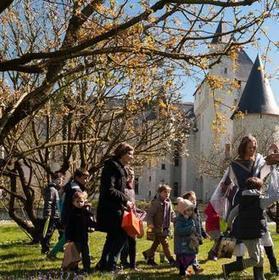 LOISIRS Le château du Rivau aux couleurs de Pâques - 21/03/2016, Chinon (37) - La Nouvelle République | Office de Tourisme du Pays de Chinon | Scoop.it