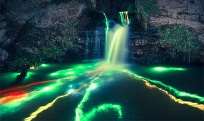 Top 6 des photos (longue pose) de sticks lumineux lancés dans une cascade | ART's news | Scoop.it