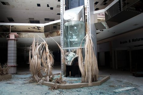 21 hauntingly beautiful photos of deserted shopping malls | Notebook | Scoop.it