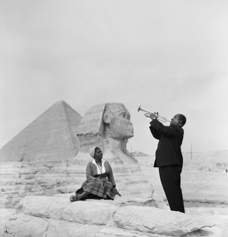 Louis Armstrong at the Pyramids, 1961 - Retronaut | L'actu culturelle | Scoop.it