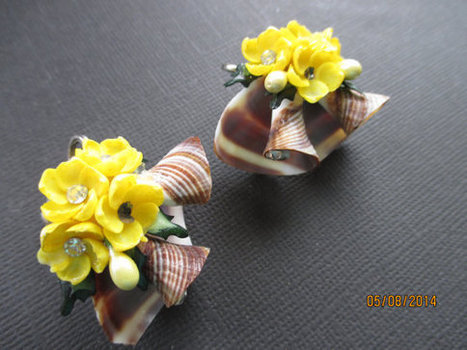 Vintage seashell and celluloid flower earrings. 1960s. Mad Men. | vintage jewelry | Scoop.it