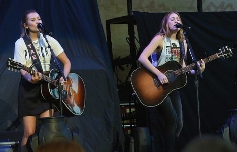 Maddie & Tae Debut New Song, 'Mirror, Mirror,' in Concert | Country Music Today | Scoop.it