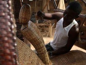 Nigeriaan maakt auto van Raffia   Ter leering ende vermaeck   Scoop.it