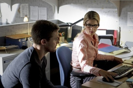 """Arrow's Felicity Smoak as Oracle? """"Hopefully We'll Get There,"""" But Not Yet, Says Producer 