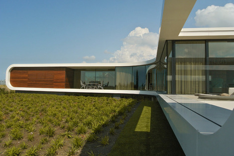 Waterstudio aligns low-profile dwelling with the flat landscape | sustainable architecture | Scoop.it