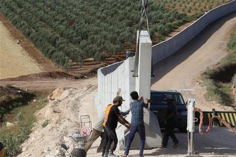 LOCAL - Turkey builds portable wall on border with Syria | Frontières et espaces frontaliers dans le monde. | Scoop.it