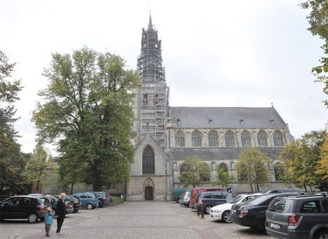 Oude kazuivels en 15de eeuwse kerkvloer in Bovenkerk | achille | Scoop.it