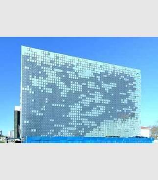 Greenpix, una facciata 'parlante' a celle fotovoltaiche | Facciate, facades, vertical green wall, colorful facades, wall street art, facades led media light, projection  mapping | Scoop.it