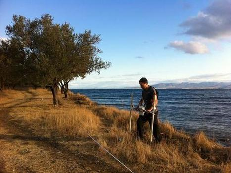 "Sophie Hay sur Twitter : ""Early morning magnetometer survey at Kane, Turkey. #TurkeyOdyssey #THSO #RoMP http://t.co/WZY3Isgt2E"" 