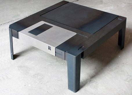 Giant 3.5″ Floppy Disk Table Could Store a Bunch of Flash Drives | All Geeks | Scoop.it