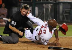 Daily News Sports Photos of the Day: Umpire gets Torii Hunter's spikes in his face - New York Daily News | Sports Photography | Scoop.it