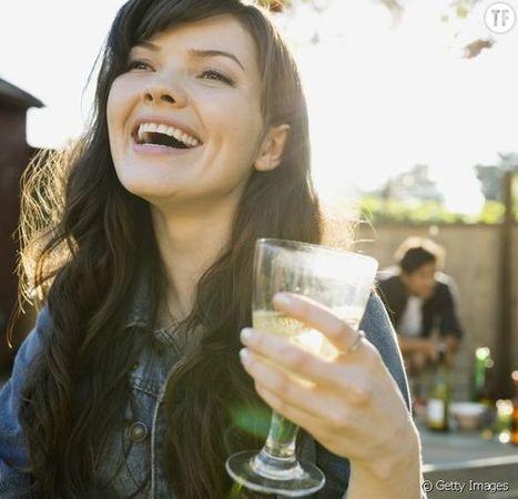 Vous avez probablement mal tenu votre verre à vin toute votre vie. | Vos Clés de la Cave | Scoop.it