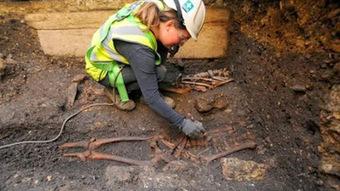 Removal of 'Saxon king' sarcophagus begins | Histoire et archéologie des Celtes, Germains et peuples du Nord | Scoop.it