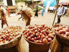Monopoly of wholesale trade causing onion price hike: Agriculture Ministry - The Economic Times | CLSG Economics: Markets and Market Failures | Scoop.it