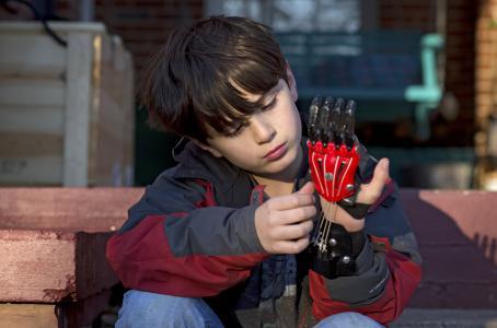 Este niño recibió una mano gracias a una impresora 3D   Health News and therapies   Scoop.it