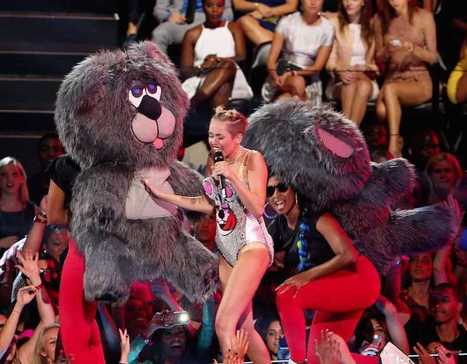 'What the hell am I watching?' Twerking Miley Cyrus, giant teddy bears, Robin ... - Twitchy | Mascot Factory for Baby Toys | Scoop.it