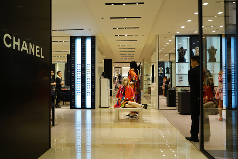 Bain: Chinese Shoppers' Share of Global Luxury Purchases Drops to 30% | Fashion Spot | Scoop.it