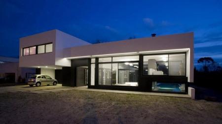 Una casa en la que el exterior es el protagonista principal - Iluminación.Net | Iluminación Exterior | Scoop.it