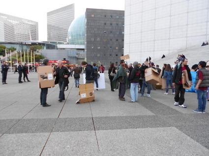 4M La récupération de cartons pour les slogans stimulent immédiatement la sortie des forces de l'ordre | #marchedesbanlieues -> #occupynnocents | Scoop.it