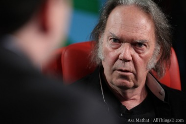 Neil Young on the Travesty of MP3s:Half Hour Video Of Neil Young Explanation the loss of music's soul and what he's doing about it...When you've got the time...Get Educated! 8] L... | High Resolution Audio - Lossless Music | Scoop.it