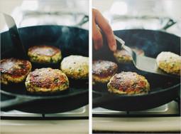 QUINOA CAULIFLOWER PATTIES - Gluten Free, Healthy, Can Be Vegan, Vegetarian - FoodSniffr Blog   Vegan & Vegetarian   Scoop.it