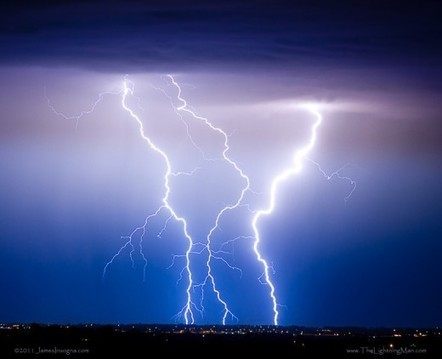 40 Stunning Examples of Lightning Photography | DesignDune | Everything from Social Media to F1 to Photography to Anything Interesting | Scoop.it