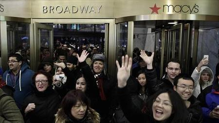 Thanksgiving wars: Macy's to open at 6 pm | Kickin' Kickers | Scoop.it